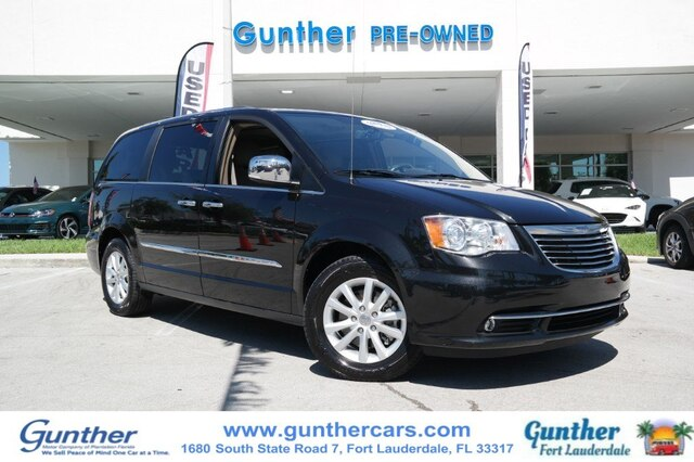 Pre-Owned 2015 Chrysler Town & Country Limited Platinum