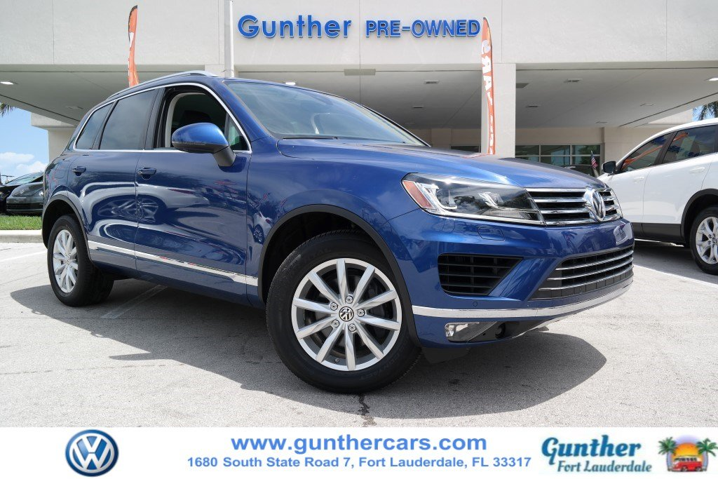 Certified Pre-Owned 2017 Volkswagen Touareg Sport w/Technology